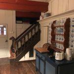 eine Gallionsfigur an der Treppe in der Küche