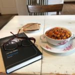 Mittagspause mit Krimi und Chili sin Carne