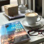 Ich mach Feierabend und lese noch ein bisschen im Café Liebling