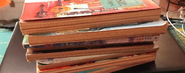 Ein muffiger Bücherfund inspiriert mich oder die Glitzersteinkette motiviert mich